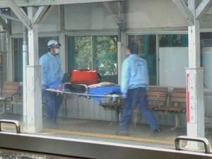 急病人のもとへ向かう救急隊