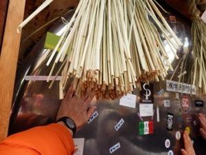 今宮戎神社本殿裏の大きな銅鑼