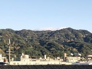 色づき出した生駒山