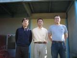 山崎哲秀さんと鎖屋兄弟2名の記念写真
