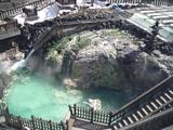 上から見た草津温泉の湯畑の滝