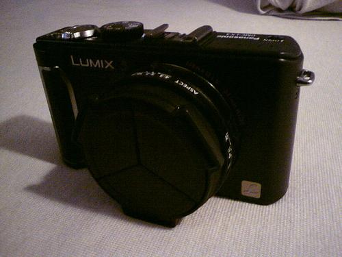 LX3にLC-1を装着 (閉じた状態)