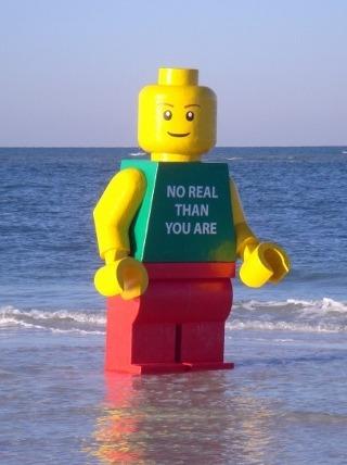 legoman-beach-1025_rdax