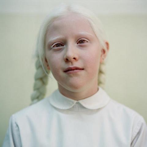 albino-beauty-paola-de-grenet-tamara1