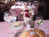 テーブルには生花♪