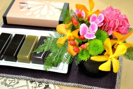 【日比谷花壇オリジナル】 2016年 敬老の日ギフト 絶品スイーツとお花のセット