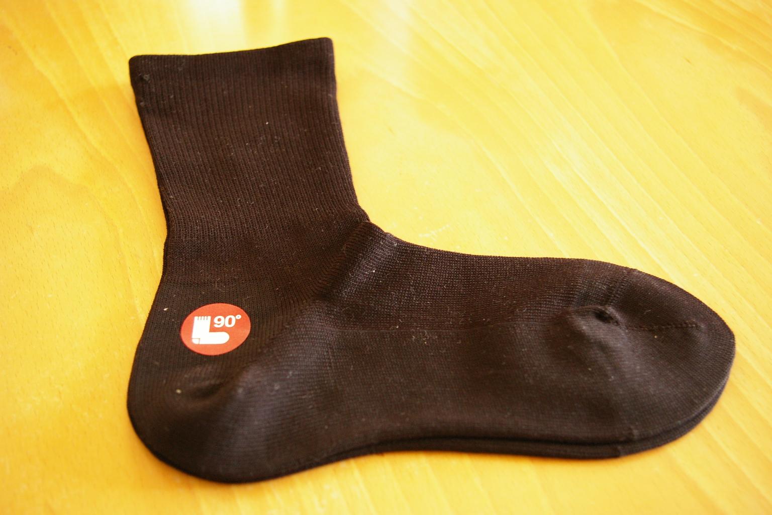 ウールのルームシューズ、カシミヤを使った履き心地のよい直角靴下など、あたたかなアイテムをご紹介します。