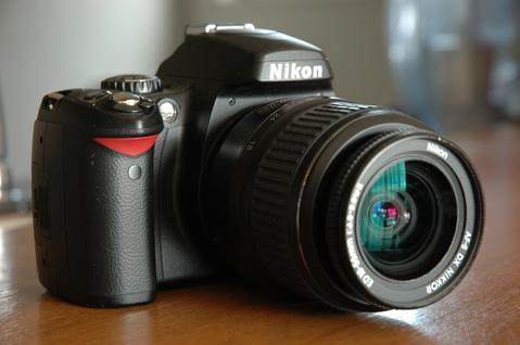【Nikon D40】 小さい、軽い、使いやすい。新デジタル一眼レフカメラ