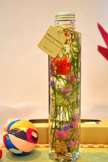 日比谷花壇 敬老の日ギフト 秋のヒーリングボトル(ハーバリウム)「縁起の良い白いフクロウチャーム付き」