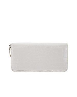 フォリフォリの白いクロコ型押し長財布