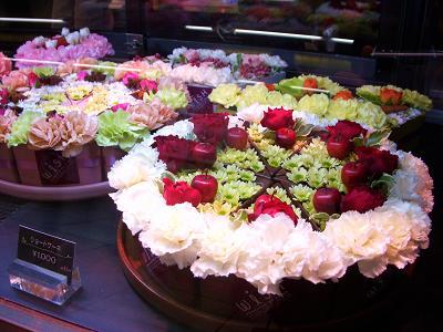 お花でショートケーキ
