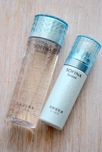 ソフィーナボーテの「うるおいを抱え、貯水する」高保湿化粧水・高保湿乳液