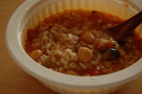 蓋をとり、ご飯とソースをよくかき混ぜてでき上がり