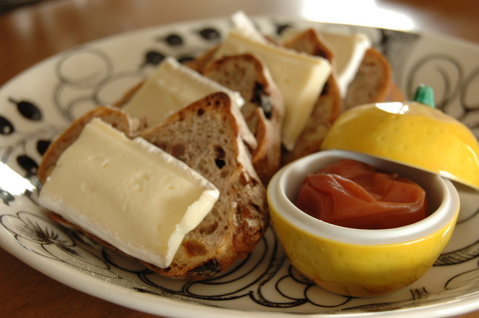 カマンベールチーズと梅干し