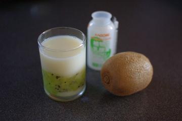 乳酸菌飲料とキウイ
