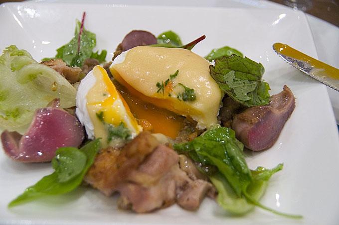 鶏と豆のサラダ卵割