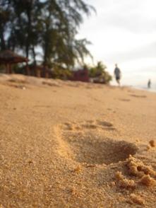 ビーチ足跡