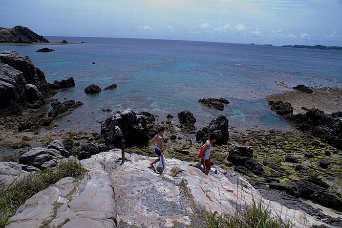 ビーチ展望台下の岩