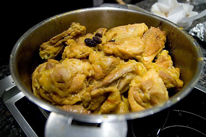 鶏煮込み中