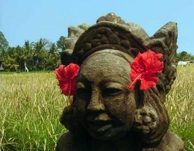 タナガジャ石像