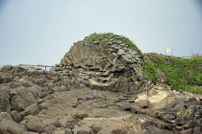 1222-14クルマ岩