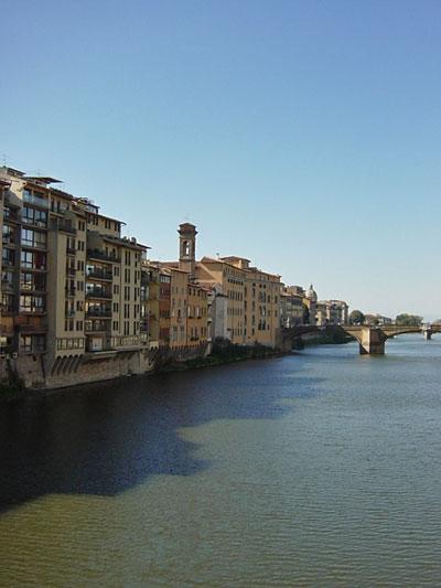 橋上からアルノ川