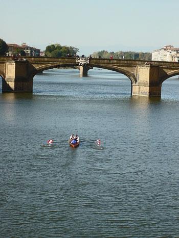 ベッキオ橋からボート