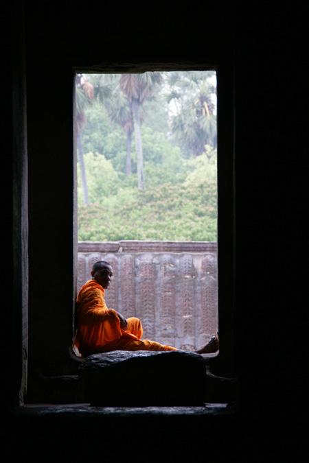 0513-1僧侶雨