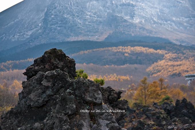 1128-3岩と山