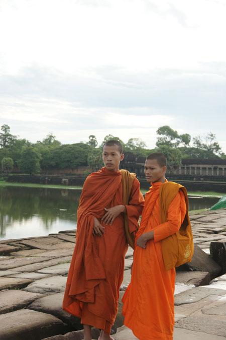 0627-23堀と僧侶