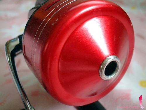 無名の赤いスピンキャストリール