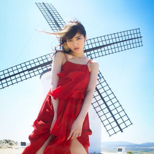 【悲報】乃木坂46若月佑美の写真集が週間12万部の大爆死