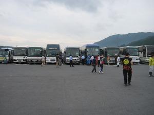 活動 004(VCに入りきれず待機場所で受付を待つ各車両