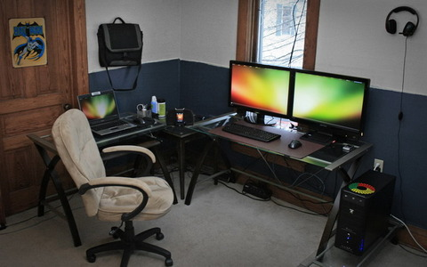 Small-Home-Office-with-Modern-Computer-Desk