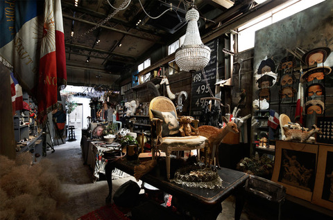 antiqueroom702-01-