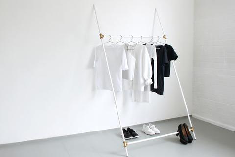 370p01-minimalist-wardrobe