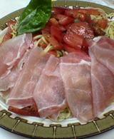 トマトとバジルと生ハムの冷たいパスタ