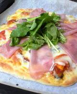 ルッコラのピザ
