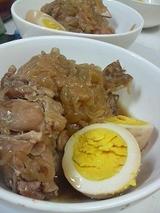 手羽元と卵と玉ねぎを土鍋で