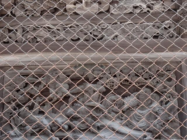秋葉神社の作品は網の中