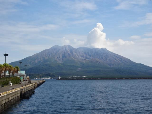 鹿児島港から見た桜島