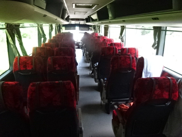 大型バスに7人