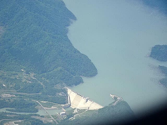 上空から見たダム