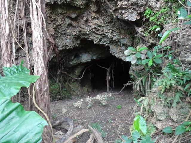 那底の地下壕。