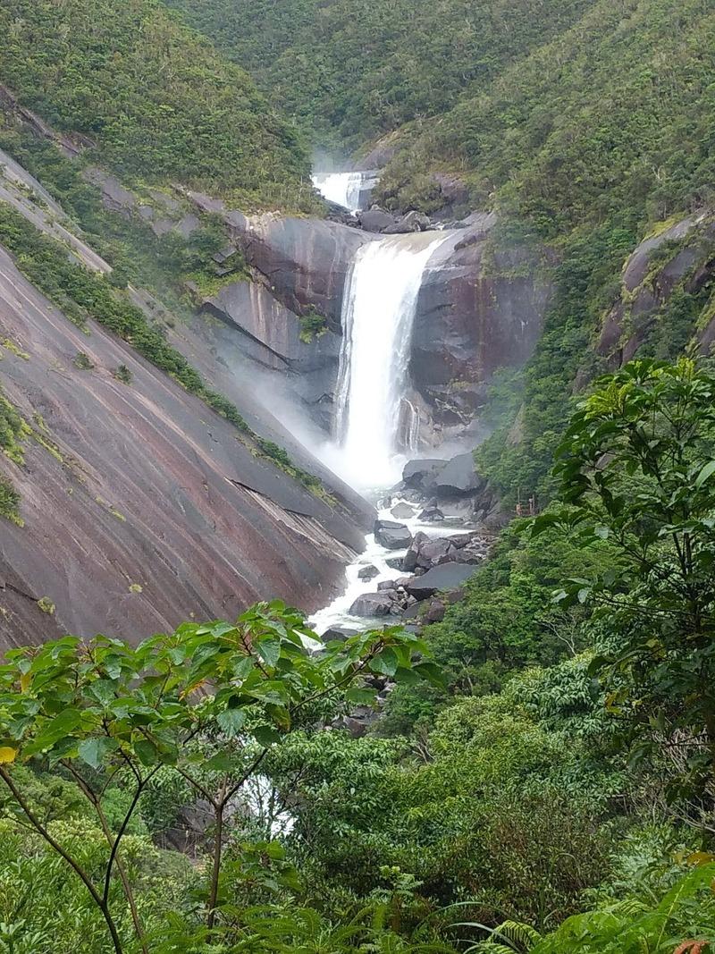 千尋の滝一枚岩の山