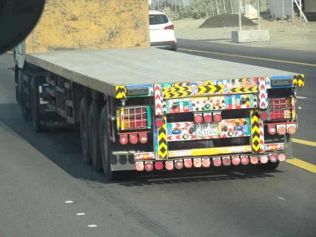 飾ったトラック