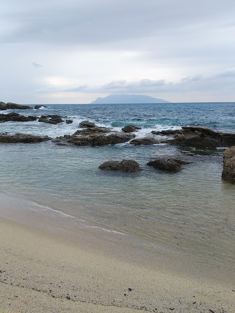 永田浜から見た口永良部島