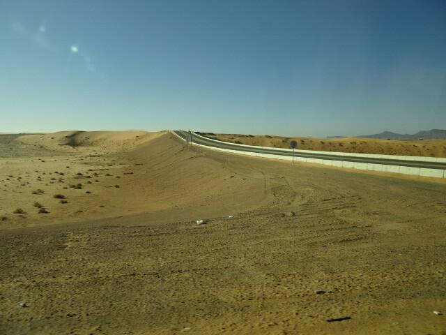 まっすぐ行くとヨルダンです