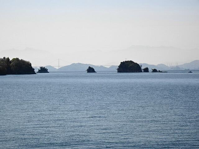 島と橋と山並みと