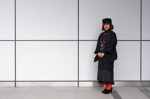 黒羽織と黒のトーク帽でハロウィンコーディネート